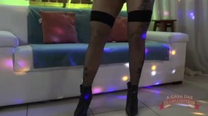 Elisa Sanches dando um show no reality porno