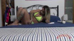 Melissa Pitanga gozando na masturbação