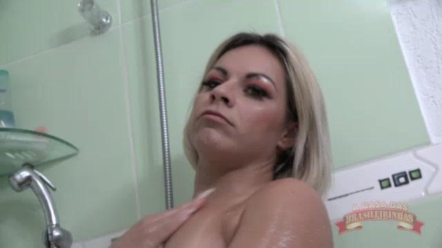 Banho sensual com a deliciosa Melissa Pitanga
