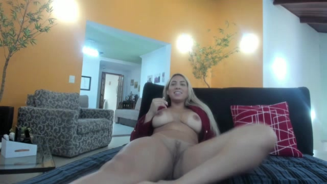 A loira Bruna Lambertini estava fogosa no chat de sexo
