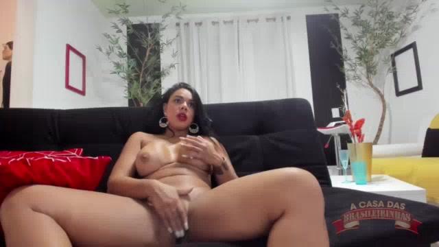 Pamela mostrou os peitões deliciosos no chat