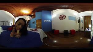 Oriental Vip chupando rôla em 360º, a gata em tdos os ângulos