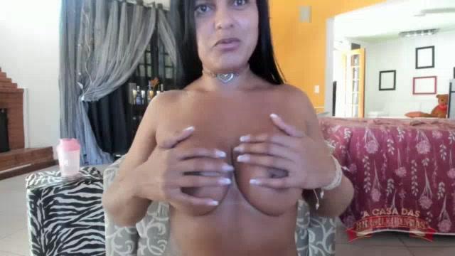 A bucetuda do grelo grande Ana Júlia no chat de sexo