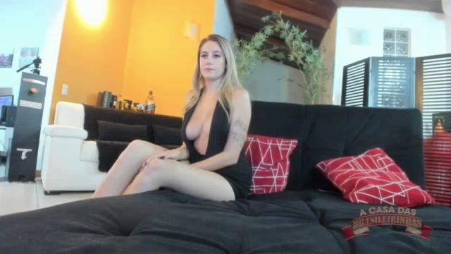 Chat de sexo com a loirinha Paola Bitencourt