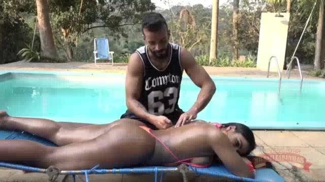 Vinny Burgos fez massagem na Ana Júlia pelada