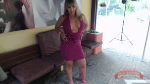 Emauelly Weber nua em ensaio sensual fazendo fotos pornôs