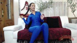 Julia Mattos atriz pornô novinha exibindo o rabão no chat