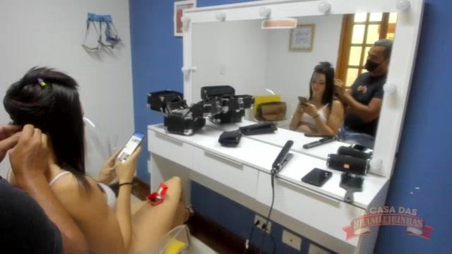 Marcella Branquinha no camarim da Brasileirinhas