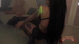 Elisa Sanches pelada faz show erótico