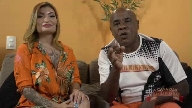 Apresentação da rabuda Carolina Carioca com Kid Bengala