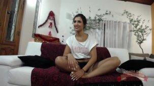 Julia Mattos assistindo filme pornô da Elisa Sanches.