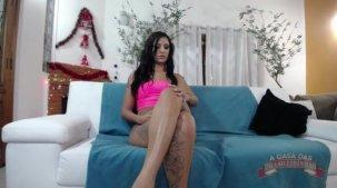 Julia Mattos nua mostra como o Vinny deixou o seu cuzinho