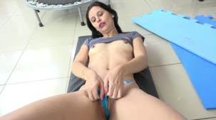 Anny Fernandez malhou sensualmente na Casa das Brasileirinhas