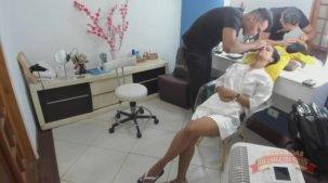 Grazy Moreno sendo maquiada para garavação da cena