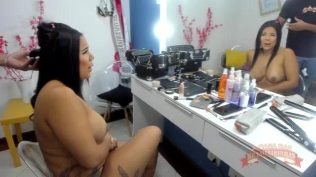 Maquiando a gostosa da atriz Pamela Santos nua
