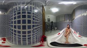 Pernocas nua na hidro na câmera 360º