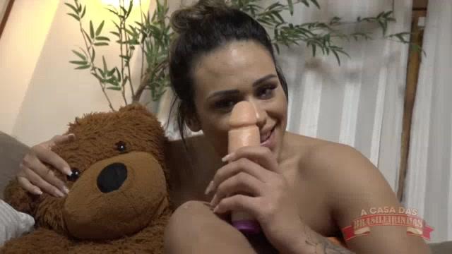 Marsha Love somente de toala no chat