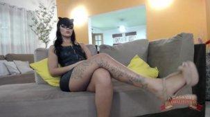 Julia Mattos sem calcinha e de gatinha no chat