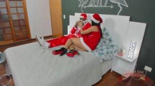 Julia Mattos e Kid Bengala fudendo em clima de natal
