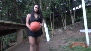 Suellen Victória pelada no jogo de basquete do reality