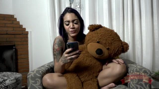 A novata Jhenni Cris leu um conto bem erótico na casa