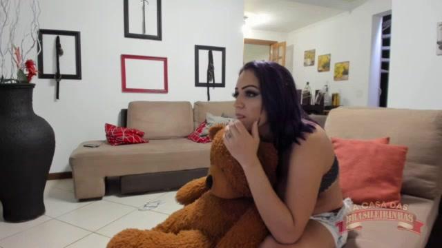 Jhenni Cris tirou toda sua roupa para se exibir aos fãs no chat