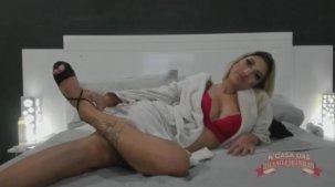 Brasileirinha Fa Padilha ficando nua no chat de sexo