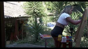 Loira gostosa Luna Oliveira pintando nua no reality show pornô