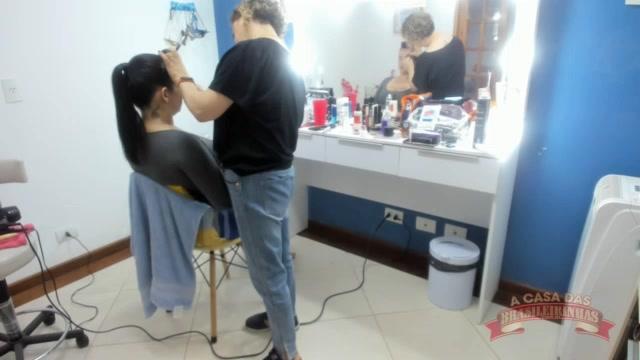 Angel Lima sendo produzida no camarim