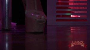 Vídeo de Fa Padilha sensualizando nua no pole dance