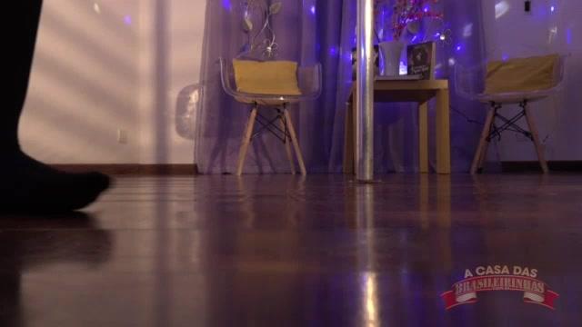 Show no pole dance com a novinha Luara Amaral