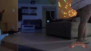 Bibi Griffo dançando peladinha em show erótico da Casa.