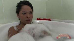 Lorena Vasconcellos vídeo da gostosa na hidromassagem