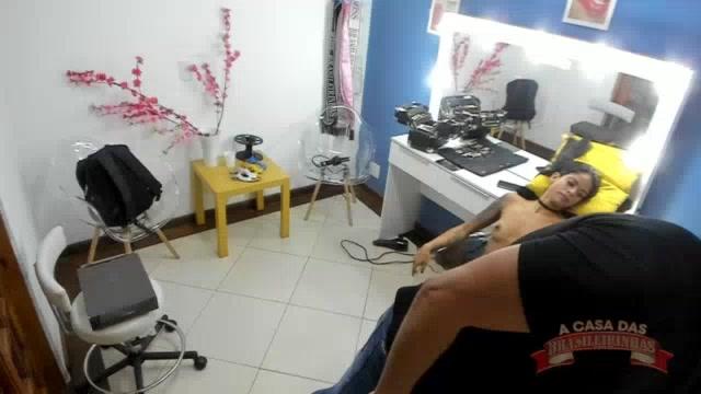 Atriz Natasha Rios sendo maquiada para sua prrimeira gravaçãao