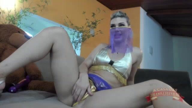 Melody Antunes vem toda produzida para seduzir nesse chat de sexo ao vivo