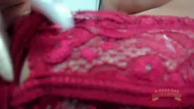 Prazer em detalhes com a Stella Smeets mostrando o seu corpaço