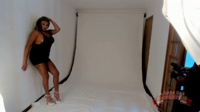 A gostosa Gih Rocha em um ensaio fotográfico sensual delicioso