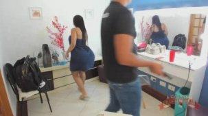 Atriz Bibi Griffo nos bastidores pornô no reality show.