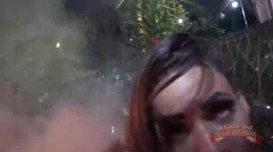 Carol Fênix atriz safada fazendo streap tease no show