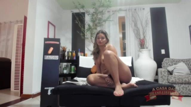 Luna Oliveira mostrando o bucetão no chat