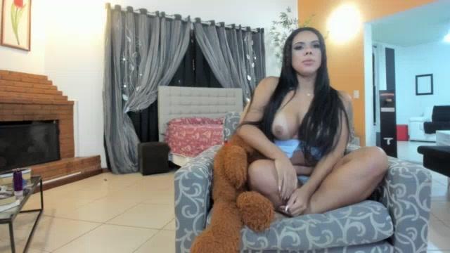 Pamela Santos pelada mostrou os peitões no chat