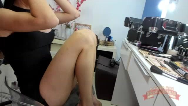 A novata Raquel Coelho foi produzida para a gravação no camarim