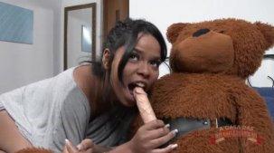 Brasileirinha Lorena Vasconcellos dando aula de sexo oral