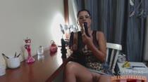 Mel enfia dois consolos de uma vez na boca na hora da Aula de Sexo Oral!