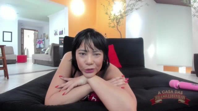 Anne Midori respondendo o chat mais quente