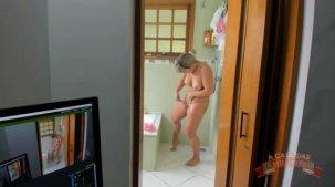 Emanuelly Weber pornô vídeos da gata nua no banheiro
