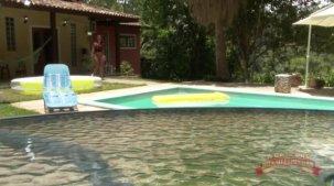 Elisa Sanches vídeos no reality, ela pegou um solzinho na piscina