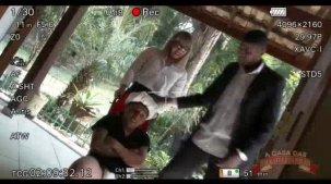 Emanuelly weber atriz pornô gravando a cena com anão roludo