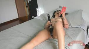 Boliviana Mimi se mastubando com vibrador na casa