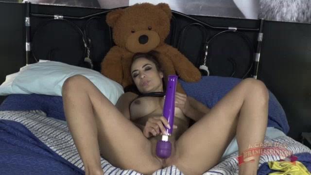 Belinha gozando gostoso no reality show pornô